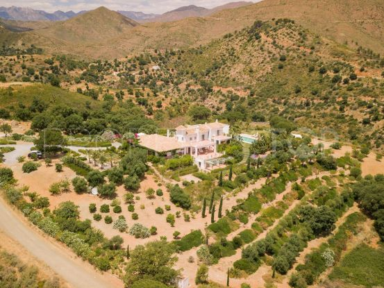 For sale 9 bedrooms estate in La Mairena, Marbella East | Campomar Real Estate
