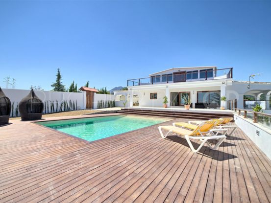 Buy 4 bedrooms villa in El Padron, Estepona | Campomar Real Estate