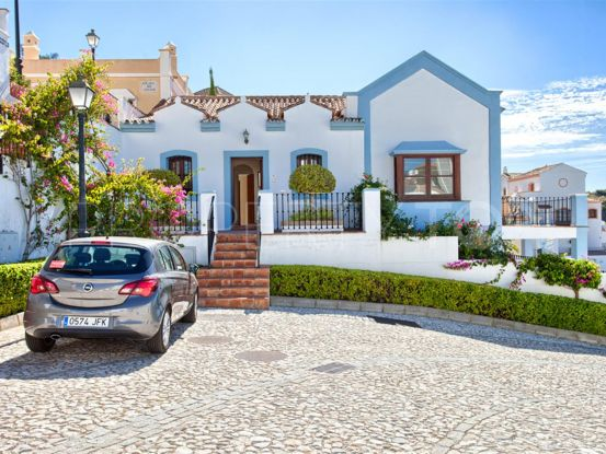 For sale town house with 3 bedrooms in Monte Mayor, Benahavis | Campomar Real Estate
