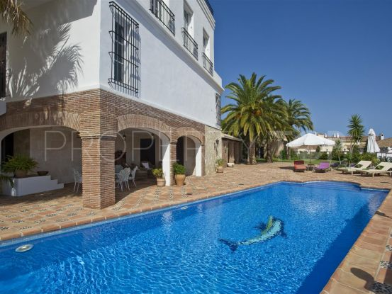Finca for sale in Fuengirola with 9 bedrooms | Campomar Real Estate