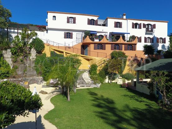 Country house for sale in Estepona with 4 bedrooms   Villas & Fincas