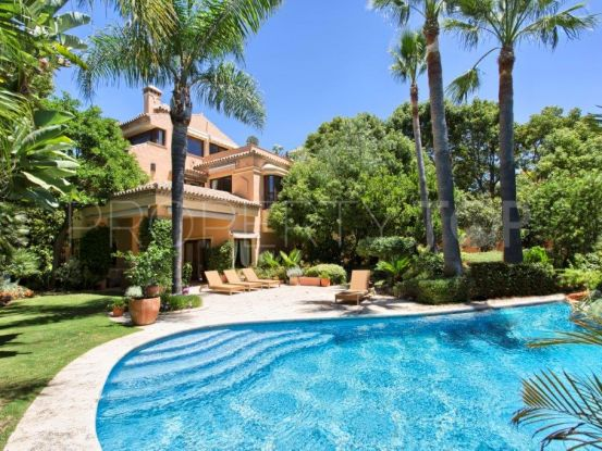 For sale villa with 5 bedrooms in Altos de Puente Romano, Marbella Golden Mile | Hansa Realty
