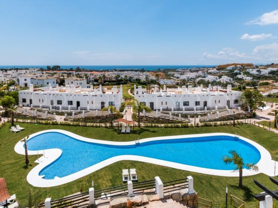 For sale penthouse with 2 bedrooms in La Resina Golf, Estepona | Hansa Realty