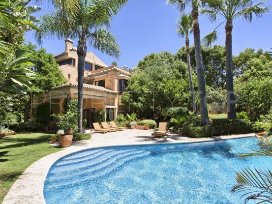 For sale villa with 5 bedrooms in Altos de Puente Romano, Marbella Golden Mile | Andalucía Development