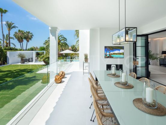 For sale villa with 5 bedrooms in Los Naranjos Golf | Andalucía Development