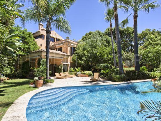 For sale villa with 5 bedrooms in Altos de Puente Romano, Marbella Golden Mile   Nevado Realty Marbella