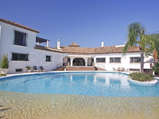 For sale villa in El Paraiso with 6 bedrooms | Crown Estates Marbella