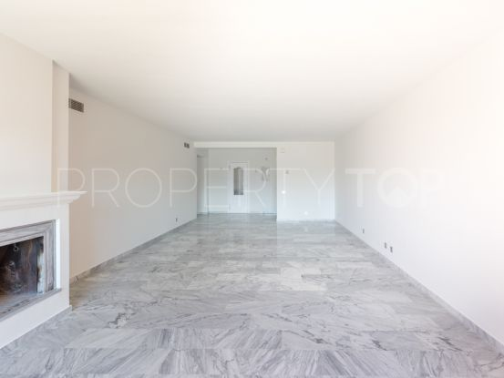 Apartment for sale in Alhambra del Golf with 3 bedrooms | Villa & Gest