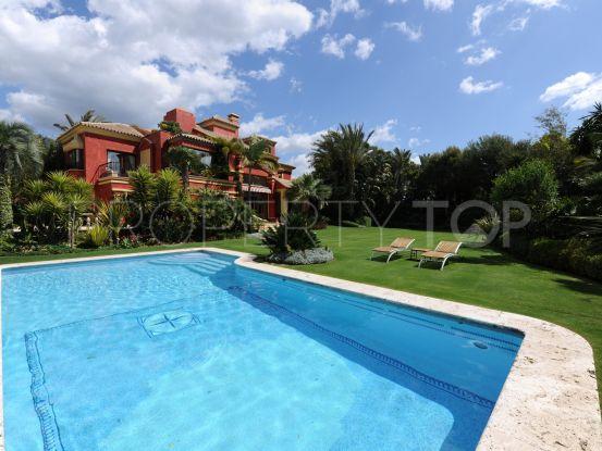 Comprar villa de 5 dormitorios en Altos de Puente Romano, Marbella Golden Mile   DM Properties