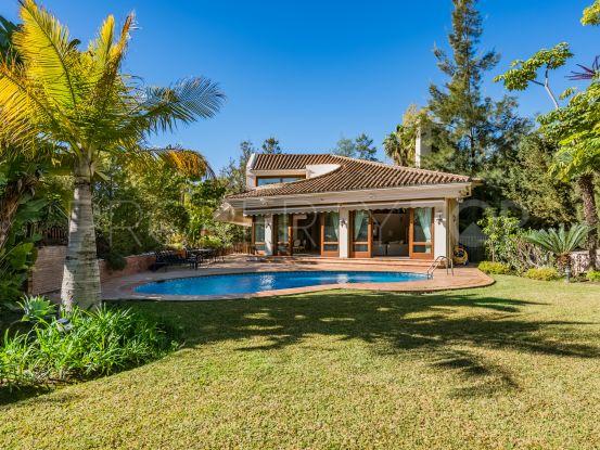 For sale villa with 4 bedrooms in El Herrojo, Benahavis | DM Properties