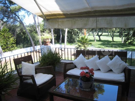 Duplex penthouse with 3 bedrooms for sale in Casas Cortijo, Sotogrande | Peninsula Properties