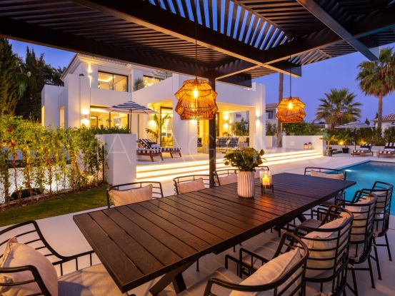Villa for sale in Los Naranjos with 5 bedrooms | KS Sotheby's International Realty