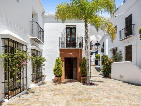 Marbella Golden Mile town house with 2 bedrooms | Engel Völkers Marbella