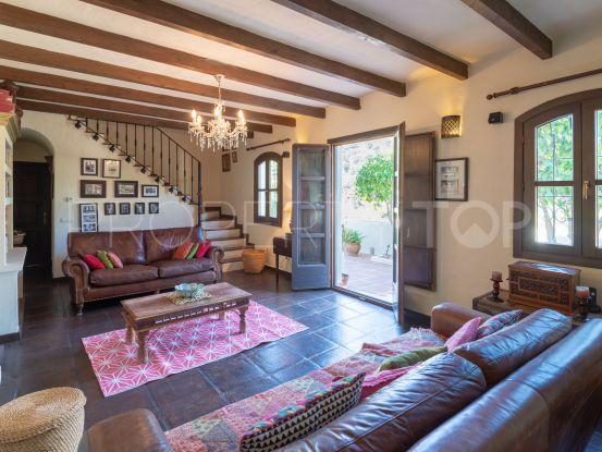 Villa a la venta en El Madroñal con 4 dormitorios | Strand Properties