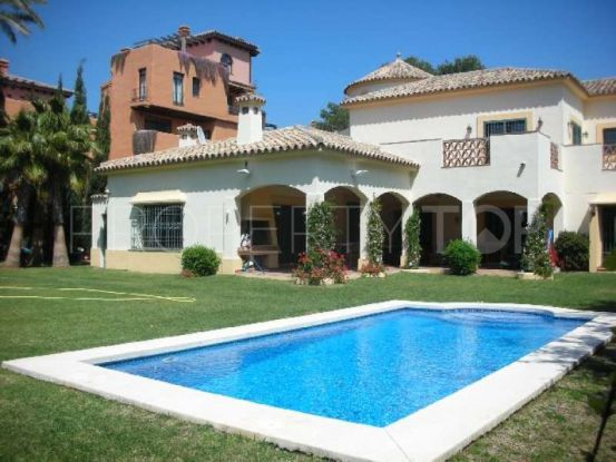 For sale 4 bedrooms villa in New Golden Mile, Estepona | Roccabox