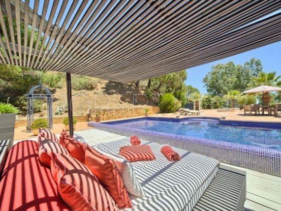 For sale villa in Estepona with 4 bedrooms | Marbella Living