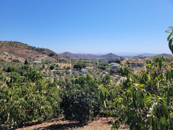 For sale country house in Guaro with 3 bedrooms | Henger Real Estate