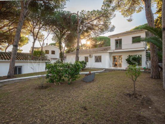 Villa en venta de 3 dormitorios en La Carolina, Marbella Golden Mile | Pure Living Properties