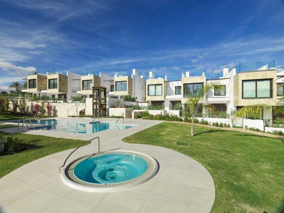 Adosado a la venta con 3 dormitorios en Nueva Andalucia | Pure Living Properties