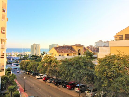 For sale apartment with 3 bedrooms in Estepona Puerto | Campomar Real Estate