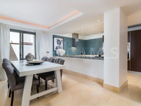 Apartamento en venta con 3 dormitorios en Los Arrayanes Golf, Benahavis   Andalucía Development