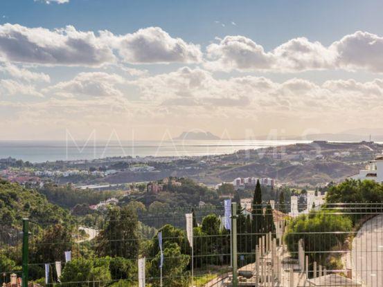 Apartamento a la venta con 3 dormitorios en Las Colinas de Marbella, Benahavis | Crown Estates Marbella