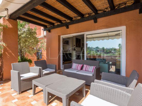 For sale 4 bedrooms duplex penthouse in Alhambra del Golf, Estepona | Villa & Gest