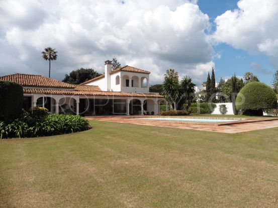 Buy villa with 8 bedrooms in Sotogrande Costa | John Medina Real Estate