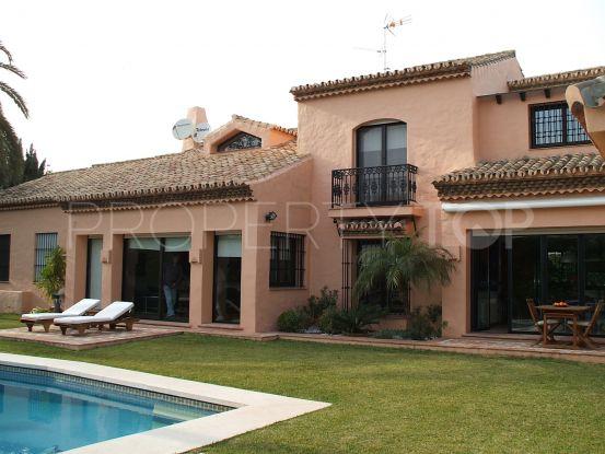 Villa for sale in El Paraiso with 4 bedrooms | Lucía Pou Properties