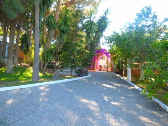 Villa for sale in New Golden Mile | Lucía Pou Properties