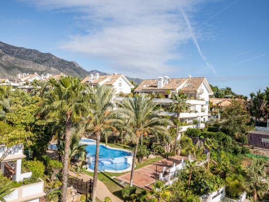 Atico duplex a la venta con 3 dormitorios en Lomas del Rey, Marbella Golden Mile | Cleox Inversiones