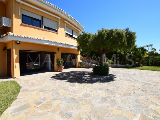 For sale house in Benalmadena Costa with 5 bedrooms | Divertum Estate