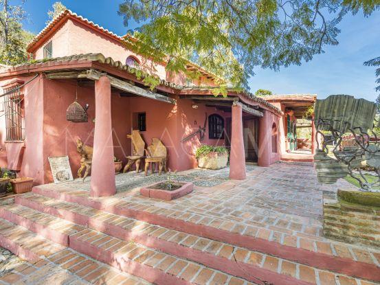 Se vende finca de 9 dormitorios en Benahavis Centro | Marbella Hills Homes