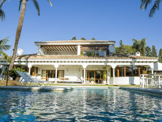 Buy villa in Guadalmina Baja with 5 bedrooms | LibeHomes