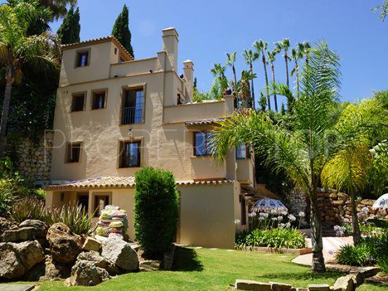 Comprar villa de 5 dormitorios en Puerto del Almendro, Benahavis | Private Property