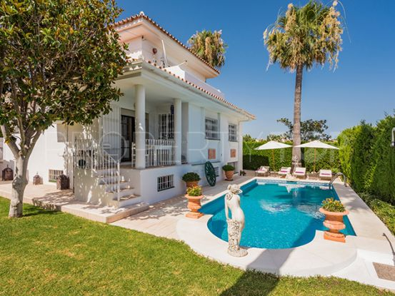 Buy villa in El Pilar with 5 bedrooms | Private Property