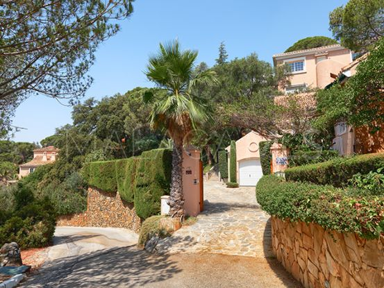 For sale villa in El Madroñal with 7 bedrooms   Private Property
