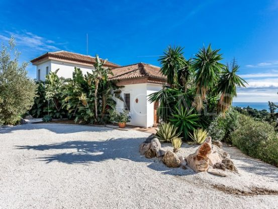 For sale villa with 3 bedrooms in Altos de Estepona | Von Poll Real Estate