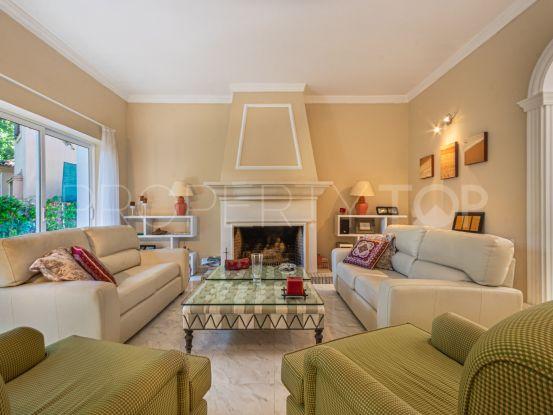 Villa en venta en Zona C de 4 dormitorios   Teseo Estate