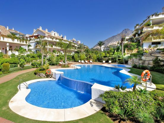 For sale duplex penthouse with 3 bedrooms in Lomas del Rey, Marbella Golden Mile | Panorama