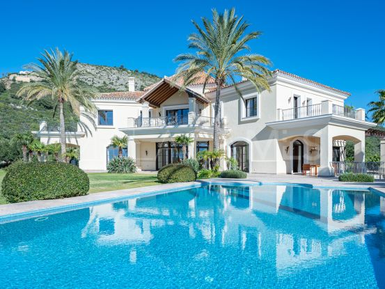 Villa de 4 dormitorios a la venta en Marbella Club Golf Resort, Benahavis | Drumelia Real Estates