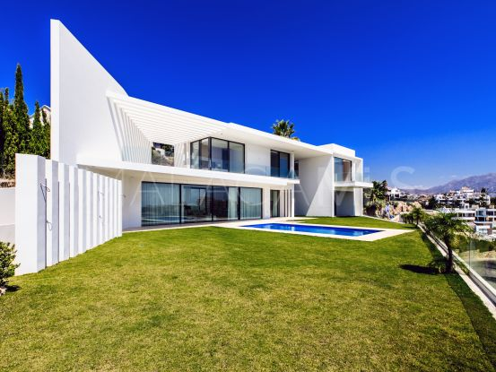 Buy villa with 5 bedrooms in Capanes Sur | Drumelia Real Estates