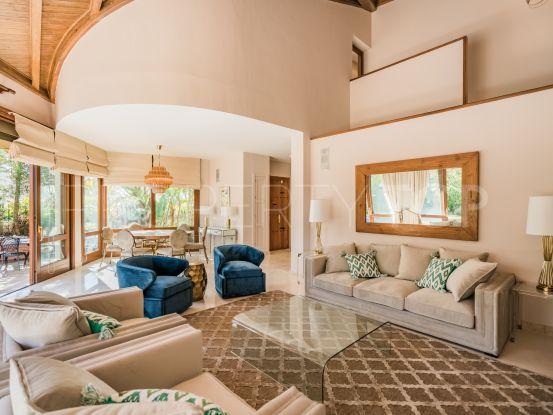 Comprar villa de 4 dormitorios en El Herrojo, Benahavis | Drumelia Real Estates