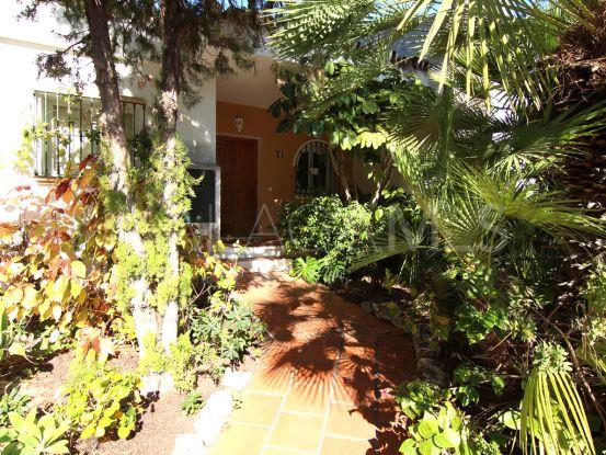 Pareado de 4 dormitorios a la venta en Las Encinas, Benahavis | House & Country Real Estate