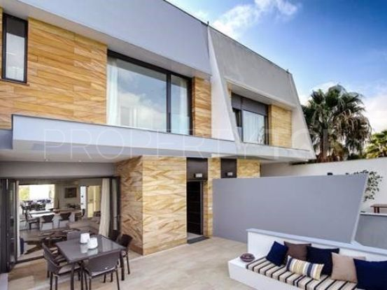 Town house for sale in San Enrique de Guadiaro with 4 bedrooms | SotoEstates