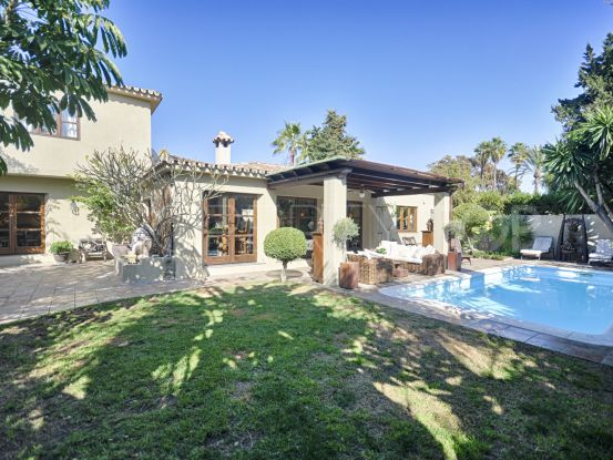 For sale 3 bedrooms villa in El Pilar, Estepona | Benarroch Real Estate