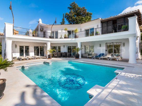 Buy villa with 4 bedrooms in El Paraiso, Estepona | Benarroch Real Estate