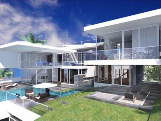Plot for sale in El Madroñal with 7 bedrooms | Cosmopolitan Properties