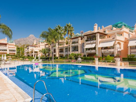 Apartment with 3 bedrooms for sale in Lomas de Sierra Blanca, Marbella Golden Mile | Cosmopolitan Properties