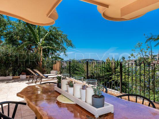 Apartamento de 2 dormitorios a la venta en Aloha Hill Club, Nueva Andalucia | Terra Realty